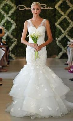 Oscar de la Renta 8: buy this dress for a fraction of the salon price on PreOwnedWeddingDresses.com