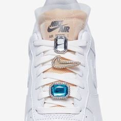 Photo by Sneaker News on July 02, 2020. Image may contain: shoes  #Regram via @CB6KtYRHKJk Air Force 1, Nike Air Force, Nike Air Max, Sneakers Mode, Sneakers Fashion, High Top Sneakers, New Balance Women, Nike Sportswear, White Leather
