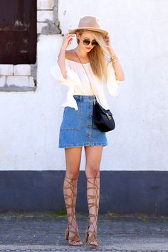 All deets: http://www.ohhcouture.com/2015/06/off-the-shoulder-denim-skirt/ | Streetstyle: denim skirt, buttons, hat, Chloé Drew bag, gladiator sandals, high waisted, off shoulder top #ohhcouture