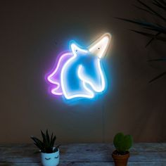 Add a touch of magic to any office or living room with this unicorn neon light. This easy to mount neon light will give everyone dive bar vibes. Quirky Gifts, Unusual Gifts, Unicorn Gifts, Unicorn Party, Wallpaper Iphone Neon, Pastel Balloons, Start The Party, Unicorn Cupcakes, Neon Rainbow