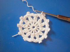 Angyalka horgolás: HORGOLT ANGYALKÁS FÜLBEVALÓ VAGY KULCSTARTÓ Crochet Angels, Crochet Earrings, Xmas, Knitting, Angles, Cards, Jewelry, Crocheting, Noel