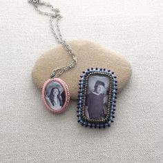 Learn how to make a bead embroidered edge around a photo cabochon for a one of a kind heirloom pendant or photo frame. Jewelry Making Tutorials, Beading Tutorials, Beading Projects, Beading Ideas, Beaded Earrings, Beaded Jewelry, Hoop Earrings, Beads Pictures, Beading Patterns Free