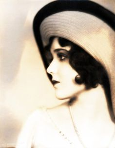 Silent Film Star Vintage Portrait of a Hollywood style glamorous beautiful woman Vintage Glamour, Vintage Beauty, Vintage Fashion, Belle Epoque, Silent Film Stars, Movie Stars, Jolie Photo, Flappers, Vintage Hollywood