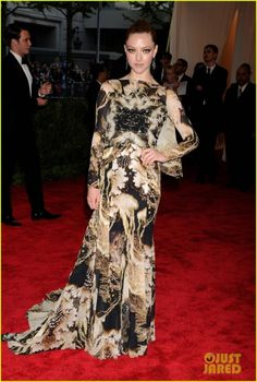 Amanda Seyfried in a beautiful Givenchy #metball