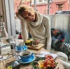 Find images and videos about model, vs angel and romee strijd on We Heart It - the app to get lost in what you love. Coffee Girl, Vs Models, Victoria Secret Angels, Poses, Supermodels, Cool Pictures, Fitness, Fashion Models, Celebrity Style