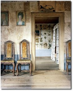 Carl von Linnaeus home, Hammarby century Swedish. The walls are amazing. check out the botanical prints in the background used to paper the walls. Swedish Style, Swedish Design, Swedish Decor, Swedish Interiors, World Of Interiors, Antique Interior, Scandinavian Home, Beautiful Interiors, 18th Century