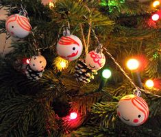 Hello, I'm back...and this time I have done a little Christmas how to, as you may remember here  I do like to perk u...