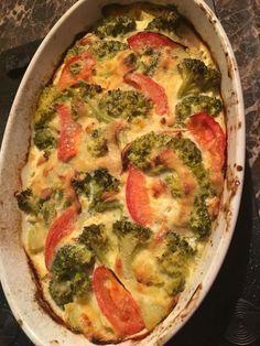 bacon-agyon-sult-tejszines-sajtkremes-brokkoli-paradicsommal Potato Recipes, Vegetable Recipes, Skinny Recipes, Healthy Recipes, Good Food, Yummy Food, Tasty, Fast Dinners, Recipes From Heaven