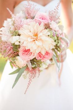 Peach and coral Wedding Bouquet - Photographer: Katelyn James