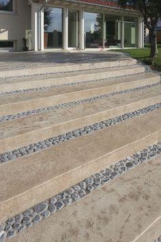 Sembra marmo, invece è il nostro #pavimento #Stampato! per un'entrata di #casa elegante e raffinata! #scale #home