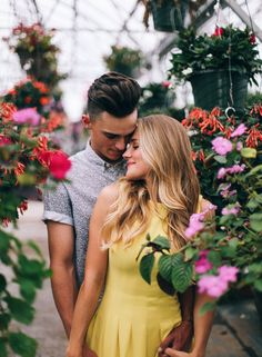 Here are some great ideas for engagement photo poses - whether you are the photographer or the engaged couple. Couple Fotos, Couple Posing, Couple Shoot, Couple Photography, Engagement Photography, Photography Poses, Wedding Photography, Friend Photography, Maternity Photography
