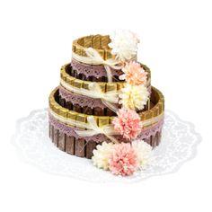 Anleitung: Styropor-Torte mit Schokoriegeln | Ideen mit Herz Gift Baskets, Karin Jittenmeier, Cake, Desserts, Gifts, Mon Cheri, Food, Hearts, Valentines
