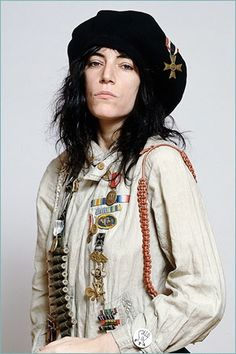 Oh god, i love her Patti Smith Patti Smith, Just Kids, Pat Benatar, Joan Jett, Collor, Damsel In Distress, Bruce Springsteen, Female Singers, Punk Fashion