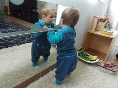 Novedades en nuestro ambiente preparado: Barra y espejo (bebé 8 meses)  –  Prepared environment update: Bar and mirror (baby 8 mo)