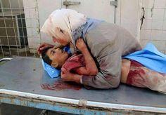 子どもを守ろうと思っても、守り切れないー ・写真はイスラエルのガザ空襲 /最前線の苦しい想いとか酷い戦争の状態 「彼ら(政治家)が戦争を始めても犠牲にならない。貧乏な人、末端の人たちがみんな犠牲になる」(95歳元日本兵の言葉)