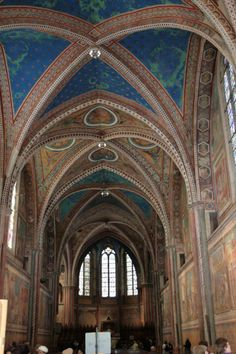 Lees op @touretappe hoe de Basilica di San Francesco in Assisi in 1997 verwoest werd. Vandaag finishplaats in de Giro.