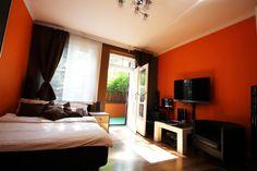 Apartament Pomarańczowy Sypialnia z wyjsciem na taras http://www.rainbowapartments.pl/apartament-pomaranczowy/
