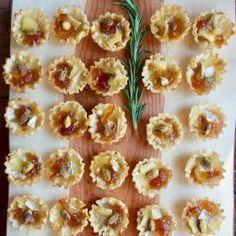 Marmalade Pistachio Brie Mini Tartlets with Wheel of Brie Cheese, Mini Fillo Shells, Marmalade, Shelled Pistachios, Orange. Quick Appetizers, Appetizer Dips, Appetizer Recipes, Vegetarian Appetizers, Mini Tartlets, Phyllo Cups, Vegetable Drinks, Marmalade, Light Recipes