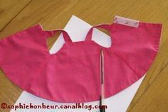 reversible doll dress - this pattern and tutorial is not in English, but it visually easy to f. Sewing Doll Clothes, Sewing Dolls, Girl Doll Clothes, Barbie Clothes, Dress Sewing, Dress Clothes, Barbie Dolls, American Girl Outfits, Ropa American Girl