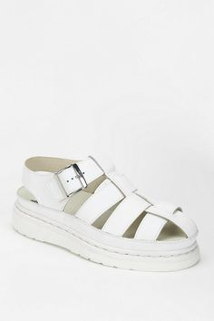 Agyness Deyn For Dr. Martens Aggy Sandal 아기네스딘과 콜라보한 신발이다. 이전에 볼 수 없었던 디자인이 인상 깊다.