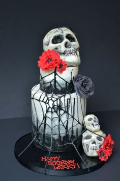 I know it's a birthday cake; but it'd look awesome for a halloween or gothic wedding! <3