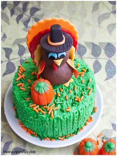 Use this cake decorating tutorial to learn how to make turkey topper for Thanksgiving cakes and cupcakes with fondant and modeling chocolate. Fondant Cupcake Toppers, Cupcake Cakes, Cupcakes, How To Make Turkey, How To Make Cake, Thanksgiving Cakes, Hosting Thanksgiving, Thanksgiving Birthday, Turkey Cake