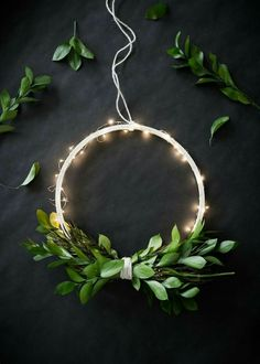 DIY Wireless Twinkle Wreath (The Uncommon Common Law) Une couronne minimaliste illuminée 🌟Tante S!fr@ loves this pin🌟 DIY Wireless Twinkle Wreath It& the day after Halloween and we are already getting ready for Christmas! Diy Christmas Lights, Noel Christmas, Christmas Crafts, Christmas Decorations, Xmas, Holiday Decor, Modern Christmas Decor, Halloween Christmas, Christmas Wedding