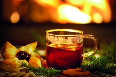 Jamie Oliver Mulled Wine Recipe - Creamty Recipes - All food recipe network Food Network Recipes, Gourmet Recipes, Recipe Network, Bacardi Rum Cake, Full Bodied Red Wine, Traditional Christmas Food, Medieval Recipes, Christmas Punch, Recipes