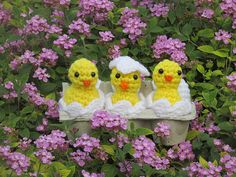 Adorable!! Ravelry: Amigurumi Easter Chicks, Eggs, and Shells pattern by Teresa de Roulet
