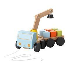 IKEA - MULA, Kran mit Klötzen, , Klötzchen auf dem Auto zu transportieren und mit dem Kran zu bewegen macht Spaß. Nützlich daran: es trainiert Konzentration, Fingerfertigkeit und die Koordination von Auge und Hand.Robuste Holzkonstruktion, die knallharten Fahrern und häufigen Transporten gewachsen ist.Kran und Bauklötze mit Magneten für leichtes Anheben und Beladen.Der Anhänger lässt sich abkoppeln.Dank der Schnur lässt sich das Kranfahrzeug leicht mitziehen.