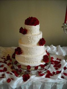 Similar piping and layer concept, but with just red roses.