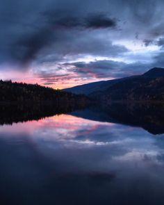 """#picoftheday taken mid-autumn on #kootenaylake near #nelsonbc in #canada . We're #trailrunning #alwaysascending near the #backcountry"" http://www.nelsonkootenaylake.com/"