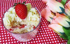 Aprenda a montar: Bolo no pote com recheio de leite ninho e morango Cupcakes, Acai Bowl, Mousse, Mashed Potatoes, Cake Recipes, Pudding, Banana, Candy, Breakfast