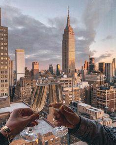 new york city rooftop aesthetic New York Life, Nyc Life, City Aesthetic, Travel Aesthetic, Rooftop Bars Nyc, New York Rooftop Bar, City Vibe, New York City Travel, New York City Bars