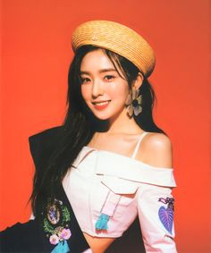 Red Velvet's Irene is a super gorgeous visual! Here are times Irene wore a cute beret, and killed it with her ethereal beauty! Seulgi, Kpop Girl Groups, Kpop Girls, Asian Music Awards, Irene Red Velvet, Red Berets, Red Valvet, Redvelvet Kpop, Classy Suits