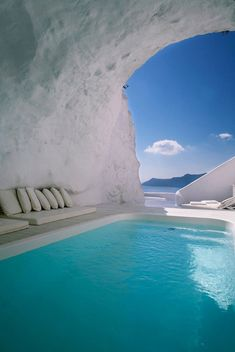 Greece Cyclades Santorini interiors architecture Katikies Hotel via my paradissi white cave pool