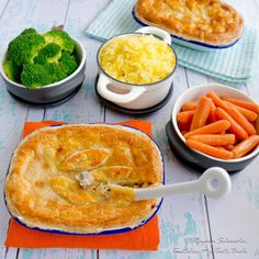Chicken and mushroom pie Cape Malay Chicken and mushroom pie (hoender pastei) – Tantalise My Taste Buds Mixed Vegetables, Roasted Vegetables, Veggies, Chicken And Mushroom Pie, Potato Pudding, New Recipes, Cooking Recipes, Leafy Salad, Beef Pies