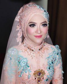Bridal Hijab, Hijab Bride, Wedding Hijab, Wedding Dresses, Hijab Gown, Kebaya Hijab, Beautiful Hijab, Beautiful Bride, Hijab Hipster