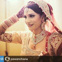 #henna #hennaart #hennatattoo #mehndi #indian #indianbride #exquisitehennabyrosie #lovehenna #mehndiart #mehandiart  #hennapro #desibride #torontohenna #gtahennaartist #sangeet #bridesmaids #bride #glitter #shine #engagement #wedding #marriage #sikhwedding #eid #shaadi #valima #karvachauth #karwachauth #hennaartist