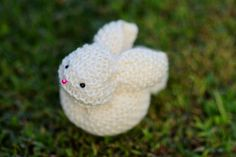 Learn how to make this cute bunny out of a square! - by Agus Yornet-- I-only-make-scraf-person friendly! Because.... this little bunny is made out of a square!!I saw the tutorial on Pinterest and I though it was genius!!  You will need: some whool, wadding, and a knitted square.
