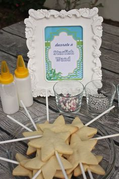 Decorate a starfish wand. What a fun idea for a mermaid-themed birthday party!