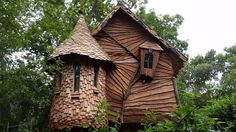 Simple tree house plans without a easy to build for small backyard building . Luxury Tree Houses, Cool Tree Houses, Fairy Houses, Play Houses, Wooden Tree House, Wood Tree, Tree Tree, Simple Tree House, Tree House Plans