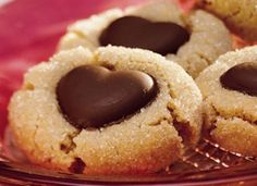 Chocolate Heart Peanut Butter Cookies - Chocolate and peanut butter marry in a favorite cookie combo. Make the classic easier with an easy-mix cookie mix. Use dove heart chocolates. I would make homemade cookies Chocolate Fruits, Chocolate Hearts, Dove Chocolate, Chocolate Cookies, Molten Chocolate, Chocolate Chips, Köstliche Desserts, Delicious Desserts, Dessert Recipes