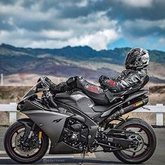 Yamaha R1 cannot say i eva sat on my bike like that ... it would fall over..... sv650