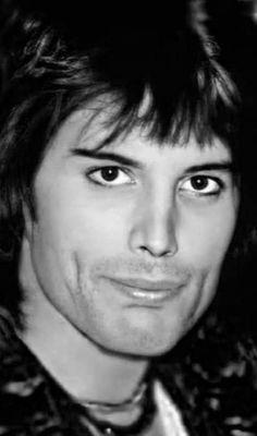 Queen Love, Queen Pictures, Queen Freddie Mercury, Goddess Braids, Killer Queen, Adam Lambert, Dimples, David Bowie, Celebrities