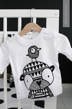 fun, bold, graphic, black and white kids t-shirt Outfits Niños, Baby Boy Outfits, Kids Outfits, Little Fashion, Boy Fashion, Hansel Y Gretel, Kids Prints, Baby Kids Clothes, Kid Styles