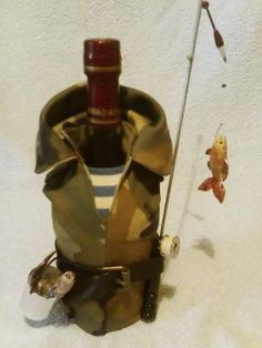 . Wine Bottle Crafts, Jar Crafts, Bottle Art, Christmas Crafts To Sell, Christmas Fun, Christmas Bulbs, Bottles And Jars, Glass Bottles, Personalized Wine Bottles