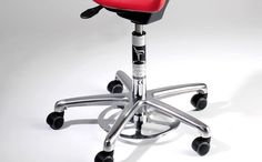 This smart 'Foot operated height adjuster' allows you to adjust your seat height whilst leaving your hands free. It's ideal Ideal for when you need to change seat height whilthout disrupting the work you are doing with your hands, or for when your hands need to be kept sterile.