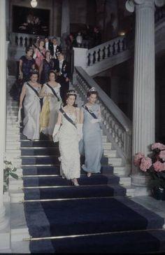 Marina di Grecia duchessa vedova di Kent e sua sorella Olga di Grecia moglie di Tomislav Paolo di Jugoslavia, dietro a destra lady Catherine Brandam, sorella minore di re Paolo di Grecia