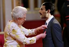 Queen Elizabeth II of England and Freddy Mercury of Queen Queen Freddie Mercury, Queen Mercury, Freddie Mercury Quotes, Freddie Mecury, Queen Youtube, Roger Taylor, We Will Rock You, Somebody To Love, Queen Band